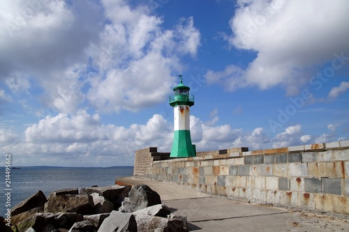 Foto op Aluminium Vuurtoren Der Leuchtturm in Sassnitz gehört zu den bekanntesten Leuchttürmen an der deutschen Ostseeküste