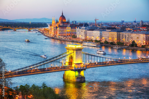 Valokuva  Overview of Budapest at sunset