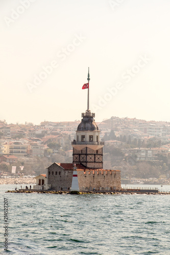 Photo  Maidens Tower located in Istanbul