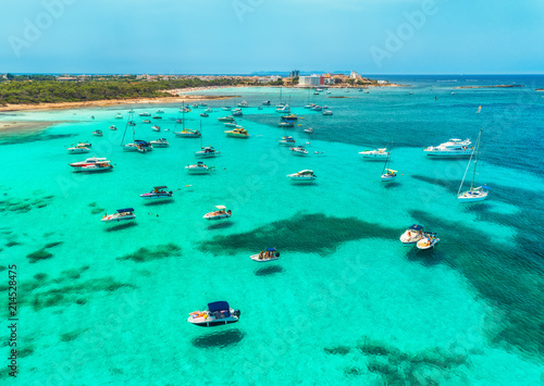 Poster Moyen-Orient Aerial view of boats, luxury yachts and transparent sea at sunny day in Mallorca, Spain. Colorful summer landscape with marina bay, blue water, sandy beach, sky. Balearic islands. Top view. Travel