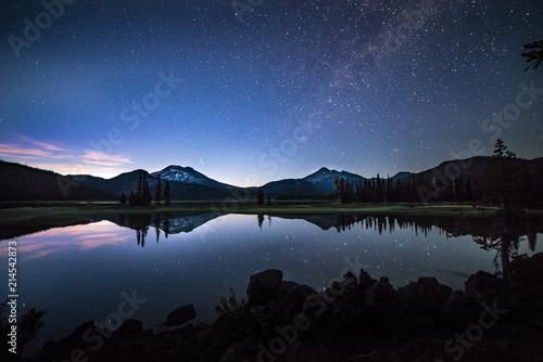 Photo Sparks Lake in Central Oregon Cascade Lakes Highway, a popular outdoors vacation