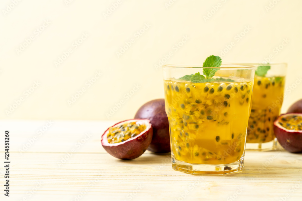 Fototapeta fresh and iced passion fruit juice