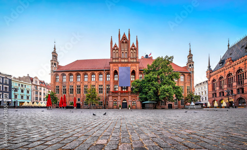 Foto op Plexiglas Historisch geb. Gothic facade of Old Town Hall of Torun located on Old Market square, Poland