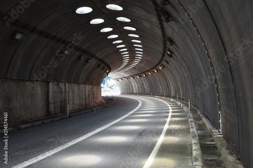 Poster Tunnel シェルター / 山形県鶴岡市の海岸に建造されている「油戸シェルター」です。すぐ横が海なので、風や波除けの役目を果たします。また冬期間は、雪から防護するために設置されたシェルターです。