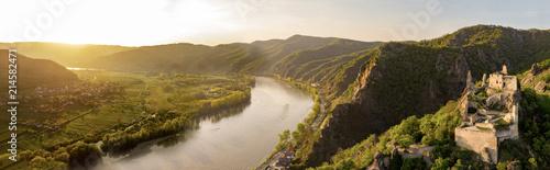 Obraz Goldene Stunde über Dürnstein - fototapety do salonu