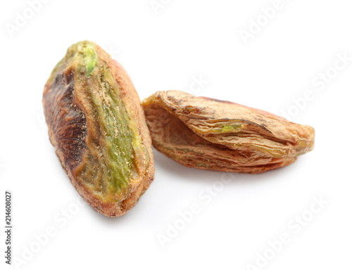 In de dag Kruiderij Tasty pistachio nuts on white background
