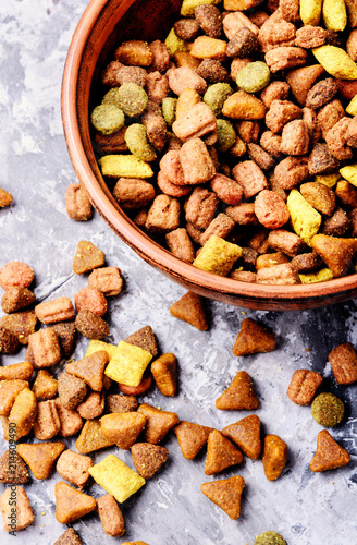 Pet food in bowl Fotobehang