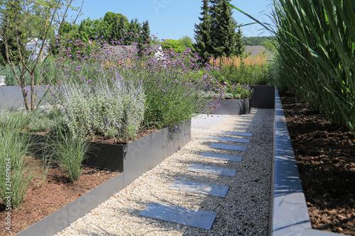 Moderne Garten Und Terrassengestaltung Im Materialmix Buy This