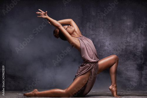 Fotografie, Tablou  Young afro girl dancing, sensual pose.