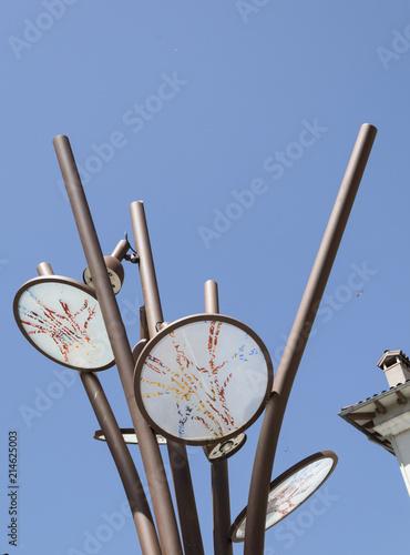 Fotografía  Filtros para reflejar luces de colores en el alumbrado público.
