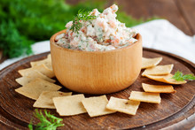 Smoked Salmon And Cream Cheese Dip With Crackers
