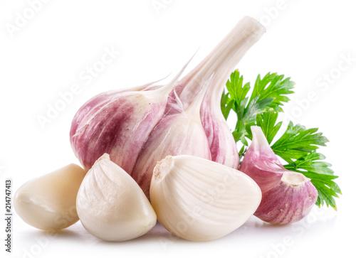 Fototapeta Garlic bulb, garlic cloves and parsley on white background. obraz