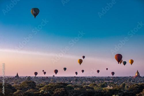 Photo sur Aluminium Beige Balloon Asia freedom temple malaysia flying