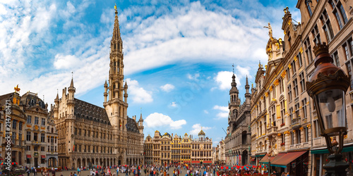 Foto op Plexiglas Historisch geb. Grand Place Square with Brussels City Hall in Brussels, Belgium