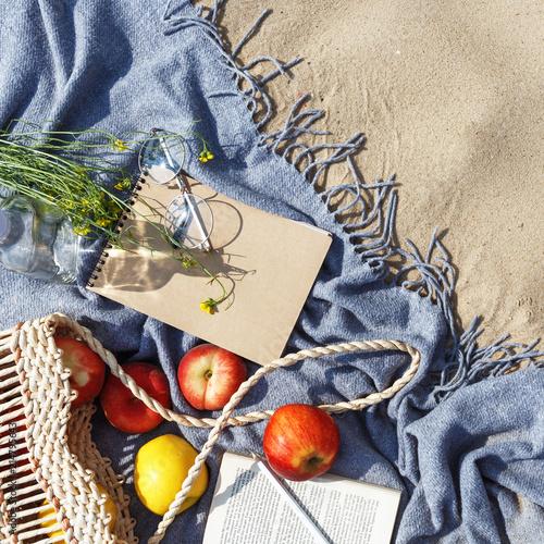 Keuken foto achterwand Flat lay Summer Picnic on the beach