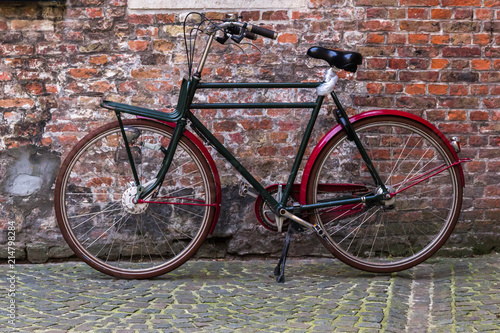 Aluminium Prints Bicycle Vintage bicycle woth brick wall