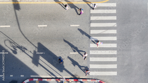 people crowd walk in top view at street city with pedestrian crosswalk in traffi Canvas-taulu
