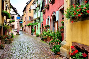 Fototapeta na wymiar Picturesque street in the of the town of Riquewihr, Alsace, France
