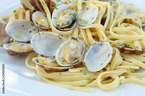 Vászonkép Traditional Italian seafood, spaghetti vongole made with seashells and linguini