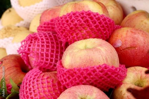 Foto op Aluminium Vruchten Apples fruit in street food
