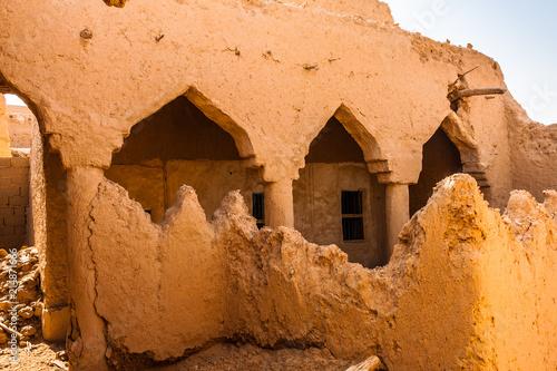 Fotografía  The interior of the abandoned traditional Arab mud brick house, Al Majmaah, Saud