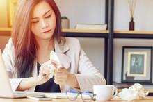 Asian Businesswoman Stressed W...