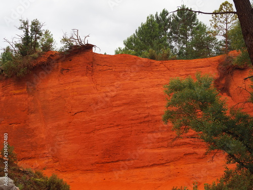Fotobehang Rood traf. The magnificent landscape of the colorado of Rustrel, France