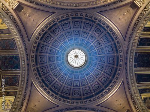 Cúpula de la  catedral de San Pedro (Cathédrale Saint Pierre) de estilo neoclásico, es una de las nueve catedrales históricas de Bretaña y es la sede del arzobispado de Rennes Wallpaper Mural