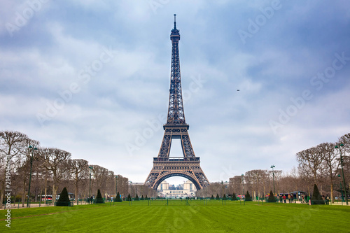 Foto op Canvas Eiffeltoren The famous Tour Eiffel at the end of winter