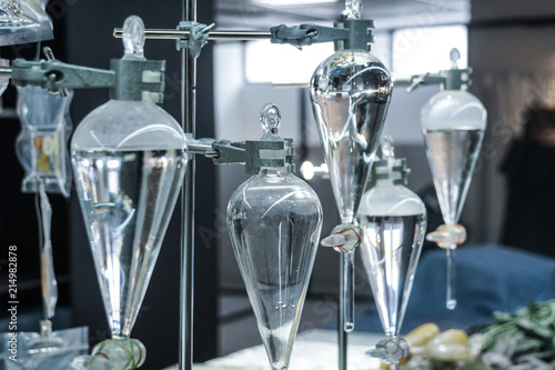 Fotografía  science laboratory glass distill boil water flask