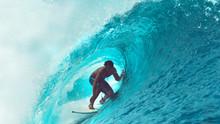 CLOSE UP: Exreme Athlete Surfs...