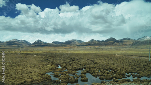 Tuinposter Purper Mountain and land with old town look and clear scenery