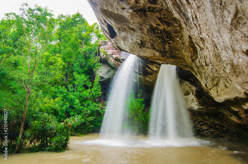Foto op Plexiglas Watervallen Landscape photo,Sang chan waterfall (Moonlight waterfall) one of the iconic natural landmark of tourist in Ubon Ratchathani province of eastern Thailand.