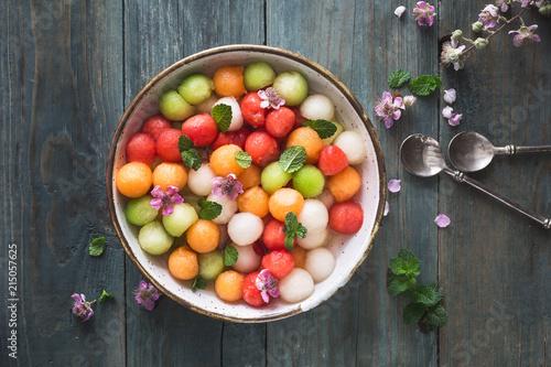 Salade d'été Pastèque, Melon, Cnataloup et Sirop de Violette