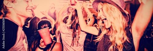 Friends dancing in nightclub Fotobehang