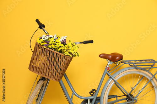 Fotobehang Fiets Retro bicycle with wicker basket on color background