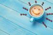 canvas print picture - Kaffee Tasse mit Kaffeebohnen Hintergrund mit lachendem Gesicht