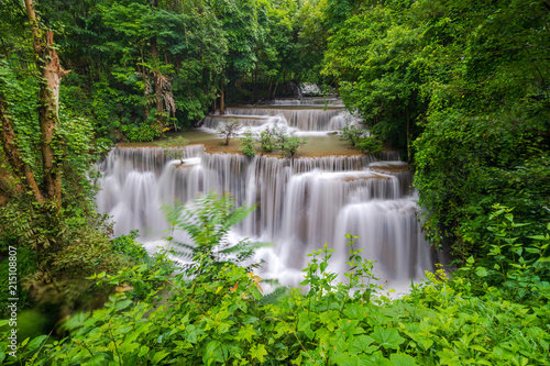 Foto op Plexiglas Watervallen Beautiful waterfall in deep forest, Huay Mae Kamin Waterfall in Kanchanaburi Province, Thailand