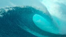 CLOSE UP: Big Tube Wave Crashe...