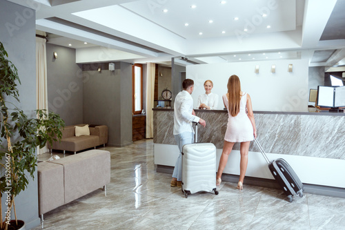 Fototapeta couple near reception desk in hotel