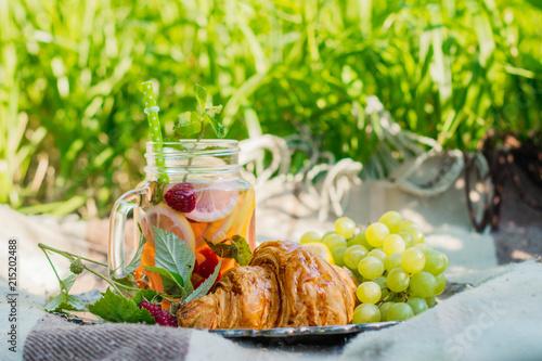 Keuken foto achterwand Picknick Picnic in the garden