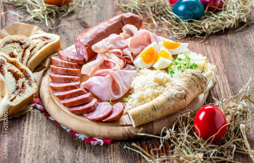 Keuken foto achterwand Buffet, Bar Brettljausn - Wurst und Käse Platte - Jause