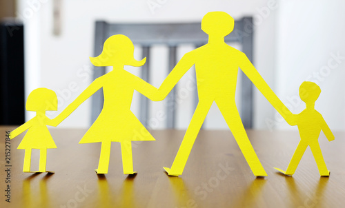 Menschen Familie Als Symbol Für Zusammenhalt Buy This Stock Photo