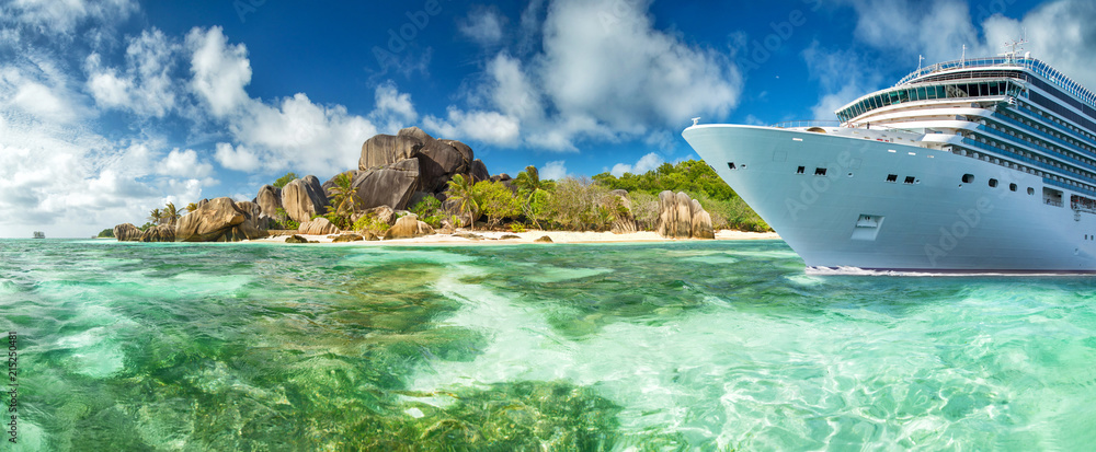 Fototapety, obrazy: Luxury cruise boat with tropical Seychelles island