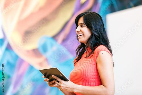 Stampa su Tela Workspace: Speaker Of Indian Descent Smiles During Speech