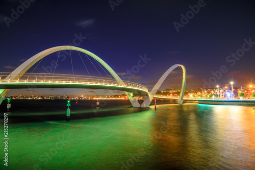 Foto op Aluminium Oceanië Elizabeth Quay Bridge by night on Swan River at entrance of Elizabeth Quay marina. The arched pedestrian bridge is a tourist attraction in Perth, Western Australia. Copy space.