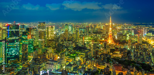 Foto op Canvas Tokyo Panorama of Tokyo Skyline at blue hour with illuminated Tokyo Tower from observatory in Roppongi Hills complex, Minato District, Tokyo, Japan. Aerial view