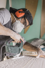 Craftsman Shaping Surfboard Wi...