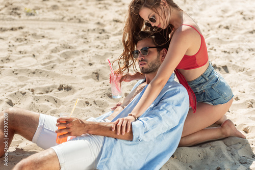 Fototapety, obrazy: beautiful couple with cocktails hugging on beach