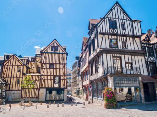 Staande foto Oude gebouw Maison typique à colombages à Rouen, Normandie